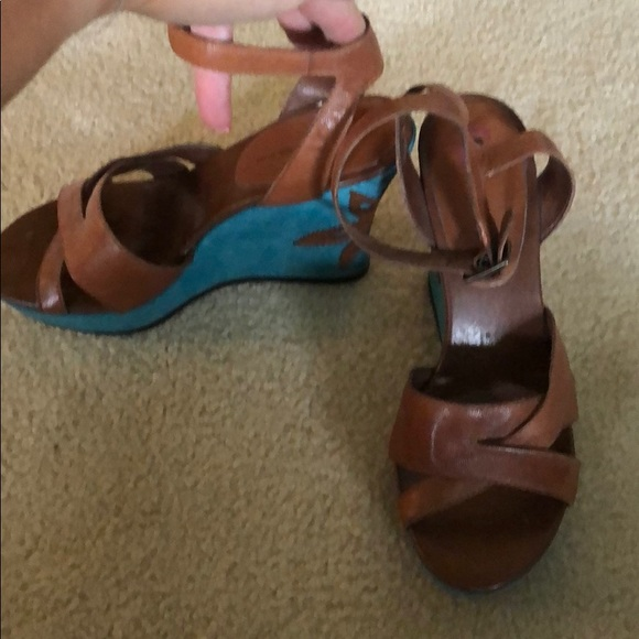 Bandolino Shoes - Brown sandals with tourquoise heel